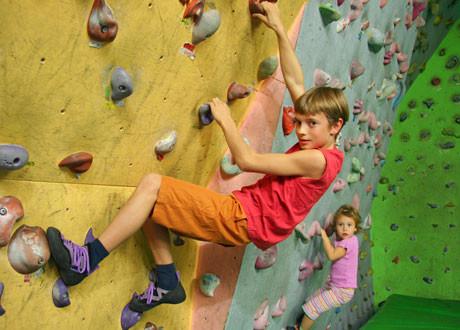 ÖTK-Kletterhalle, Schnupperklettern für Familien