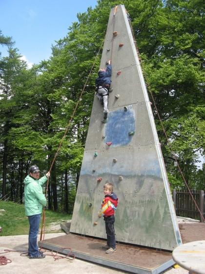 Jugendklettern, Kinder klettern, kletterturm